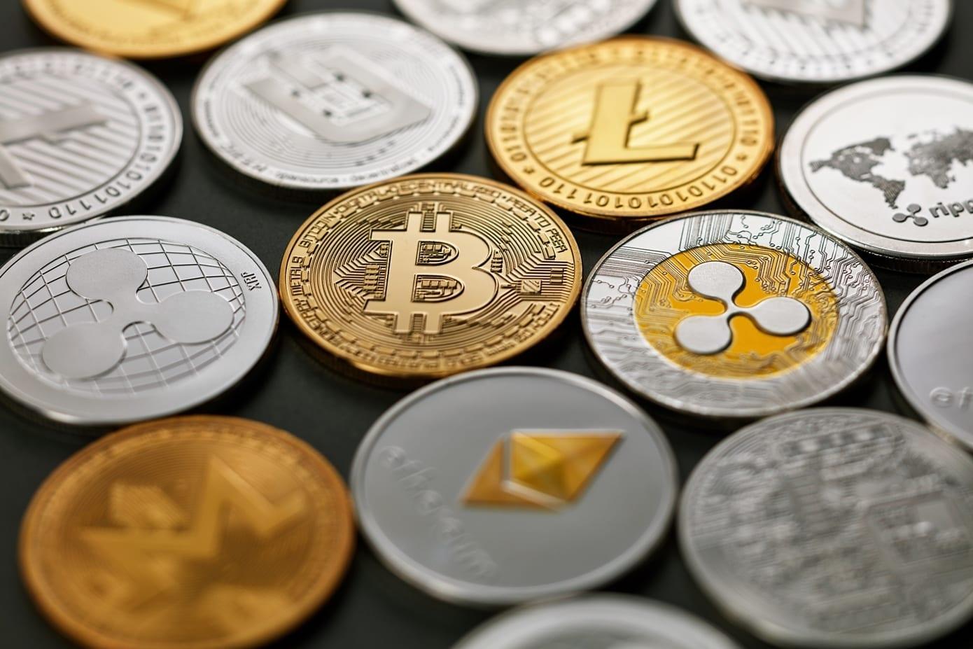 Le Top 3 du marché de la cryptomonnaie a enregistré un début de semaine positif. Le prix du Bitcoin (BTC), Ethereum (ETH) et Ripple (XRP) concluant la journée dans le vert et inscrivant des gains de plusieurs pourcents au cours de la journée.