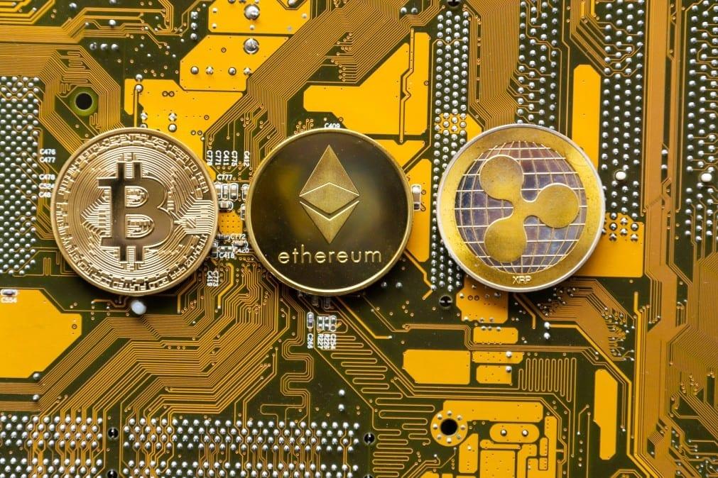 La saison des altcoins continue d'engendrer des gains pour la plupart des cryptomonnaies dont le Bitcoin (BTC) Ethereum (ETH) et XRP (Ripple)